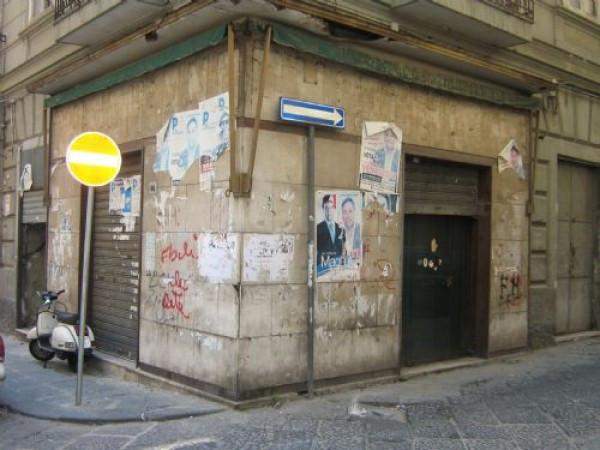 Negozio in vendita a Napoli in Via Duca Di San Donato