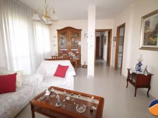 Foto - Quadrilocale buono stato, quarto piano, Monserrato