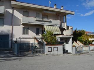 Foto - Villetta a schiera piazza dei Ciclamini 6, Quartiere Dei Fiori, Pineto