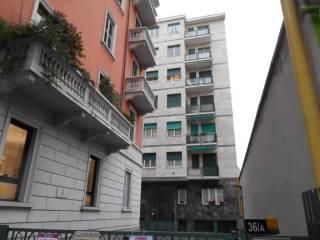 Foto - Bilocale viale Certosa, 36a, Certosa, Milano