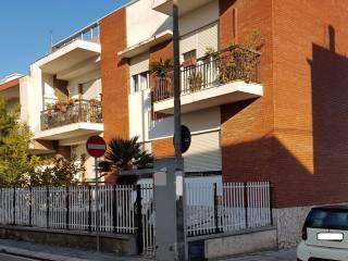 Foto - Trilocale da ristrutturare, piano terra, Bari