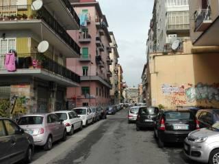 Foto - Quadrilocale da ristrutturare, secondo piano, Napoli
