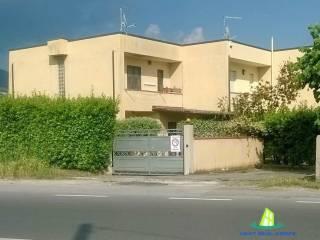 Foto - Villetta a schiera 5 locali, buono stato, Cinquale, Montignoso