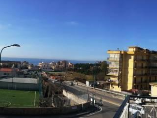Foto - Quadrilocale buono stato, secondo piano, Torre Del Greco