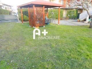 Foto - Quadrilocale ottimo stato, primo piano, Villa Di Serio