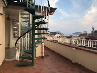 Foto - Trilocale ottimo stato, quarto piano, Pozzuoli
