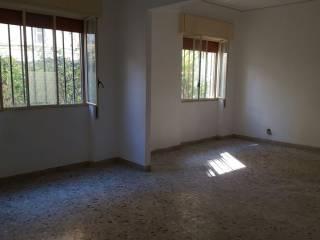 Foto - Quadrilocale da ristrutturare, piano terra, Notarbartolo, Palermo