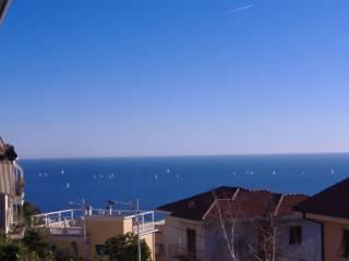 Foto - Trilocale buono stato, terzo piano, Sanremo