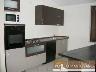 Foto - Trilocale buono stato, primo piano, Soave, Porto Mantovano