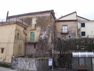 Foto - Quadrilocale da ristrutturare, primo piano, San Giovanni-santa Caterina, Giffoni Valle Piana