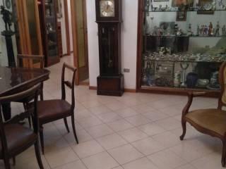 Foto - Appartamento buono stato, quarto piano, Via Toledo, Napoli