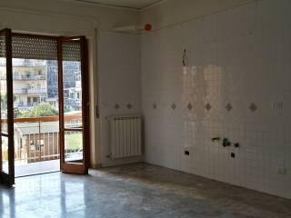 Foto - Quadrilocale buono stato, secondo piano, Pianura, Napoli