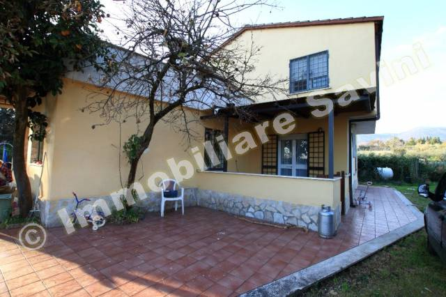 Villa in vendita a Genzano di Roma, 4 locali, prezzo € 190.000 | CambioCasa.it