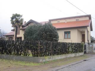 Foto - Bilocale via Campo dei Fiori, Angera