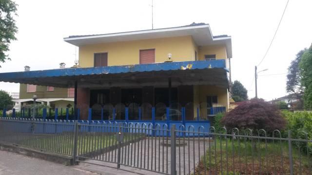 Negozio / Locale in vendita a Izano, 6 locali, prezzo € 280.000 | CambioCasa.it