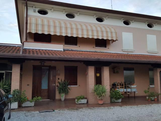 Rustico / Casale in vendita a Resana, 6 locali, prezzo € 350.000 | CambioCasa.it