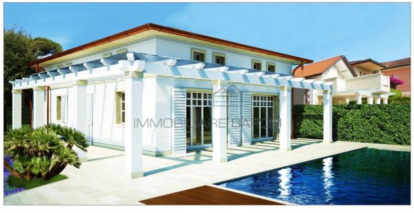 Villa in vendita a Pietrasanta in Via Filippo Corridoni