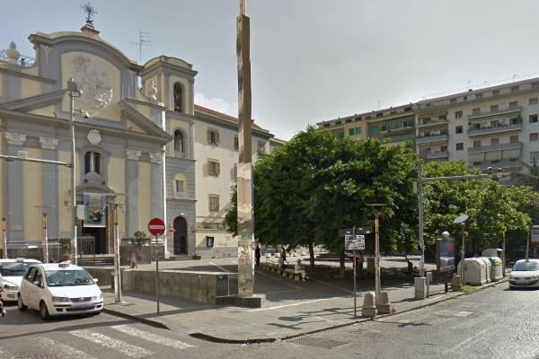 Negozio in affitto a Napoli in Piazza San Pasquale