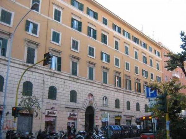 foto  Bilocale ultimo piano, Roma