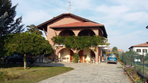 Villa in Vendita a Alice Castello
