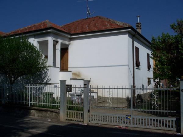 foto prospetto principale Villa Strada Provinciale 211 della Lomellina 44, Pozzolo Formigaro