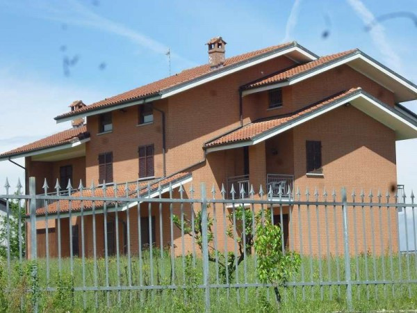 Villa in Vendita a San Paolo Solbrito