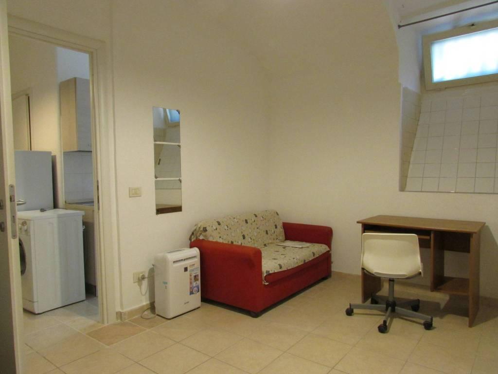 Affitto Appartamento Roma. Trilocale in via Trapani. Buono ...