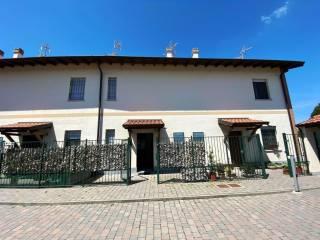 Foto - Bilocale via Giuseppe Mazzini 3, Mettone, Lacchiarella