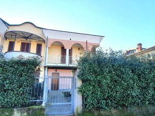 Foto - Villa a schiera via Silvio Pellico 10, Caponago