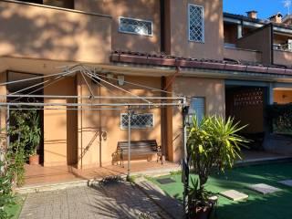 Foto - Appartamento in villa viale Po 116, Campo Ascolano, Villaggio Tognazzi, Pomezia