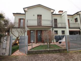 Foto - Villa a schiera via Enrico Dandolo, Gazzo