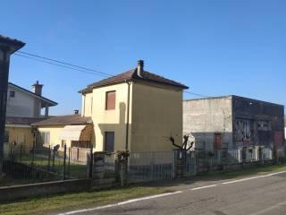 Foto - Villa unifamiliare, da ristrutturare, 108 mq, Frassinelle Polesine