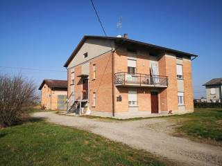 Foto - Villa bifamiliare via Prato Bovino 97, Castelnovo di Sotto
