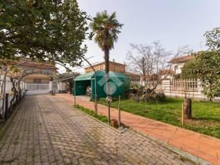 Foto - Villa a schiera via Friuli 1, Lainate