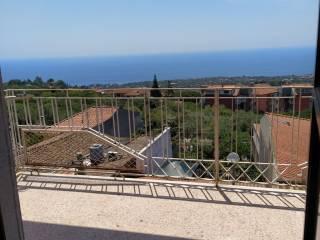 Foto - Trilocale da ristrutturare, terzo piano, Aci Castello