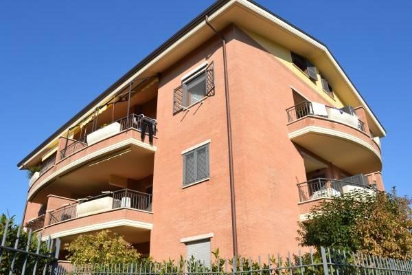 Vendita appartamento roma bilocale in via giarre 61 for Grate in legno per balconi