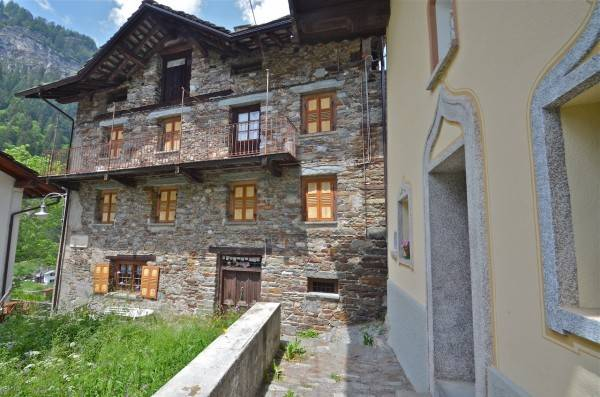 foto PROSPETTO Detached house 350 sq.m., to be refurbished, Gressoney-Saint-Jean