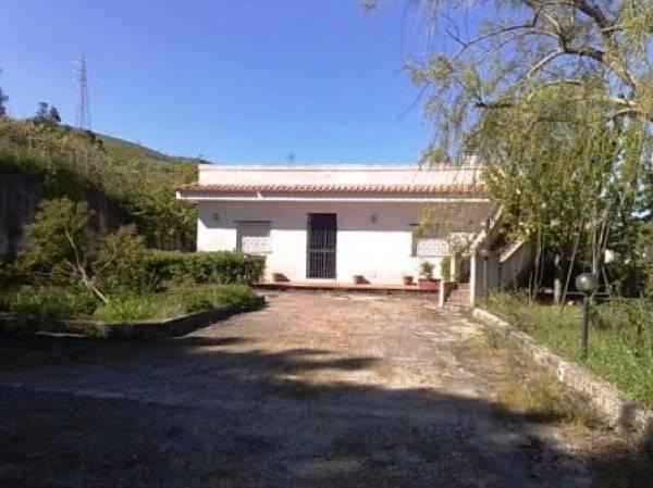 foto  Villa in Vendita a Messina
