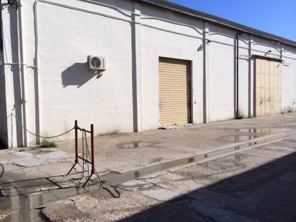 foto  Magazzino in Affitto a Cagliari
