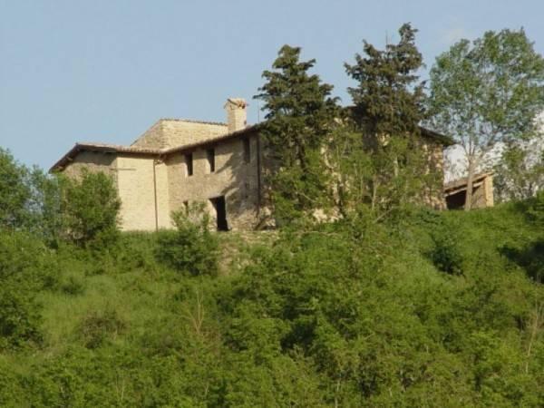 foto  Rustico / Casale via Gallazzano, Valfornace