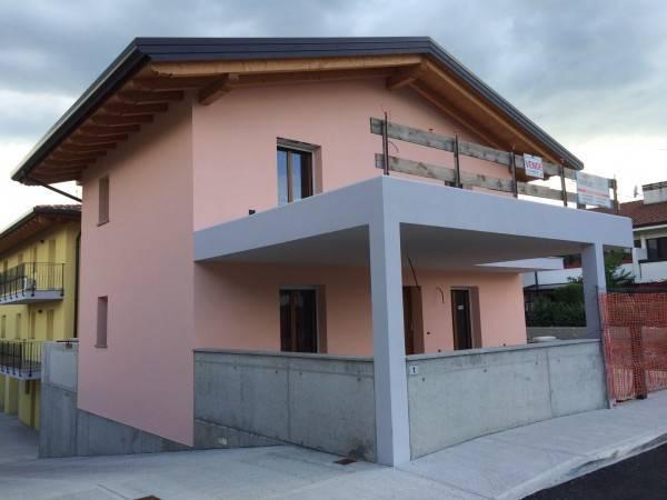 foto  Villa unifamiliare, buono stato, 200 mq, Moimacco