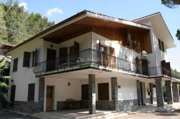 foto  Villa plurifamiliare, buono stato, 460 mq, Isolabona