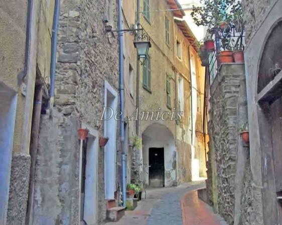 foto  Studio to be refurbished, first floor, Castel Vittorio