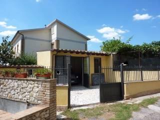 Foto - Box / Garage via San Maria dei Santi, Coltodino, Fara in Sabina