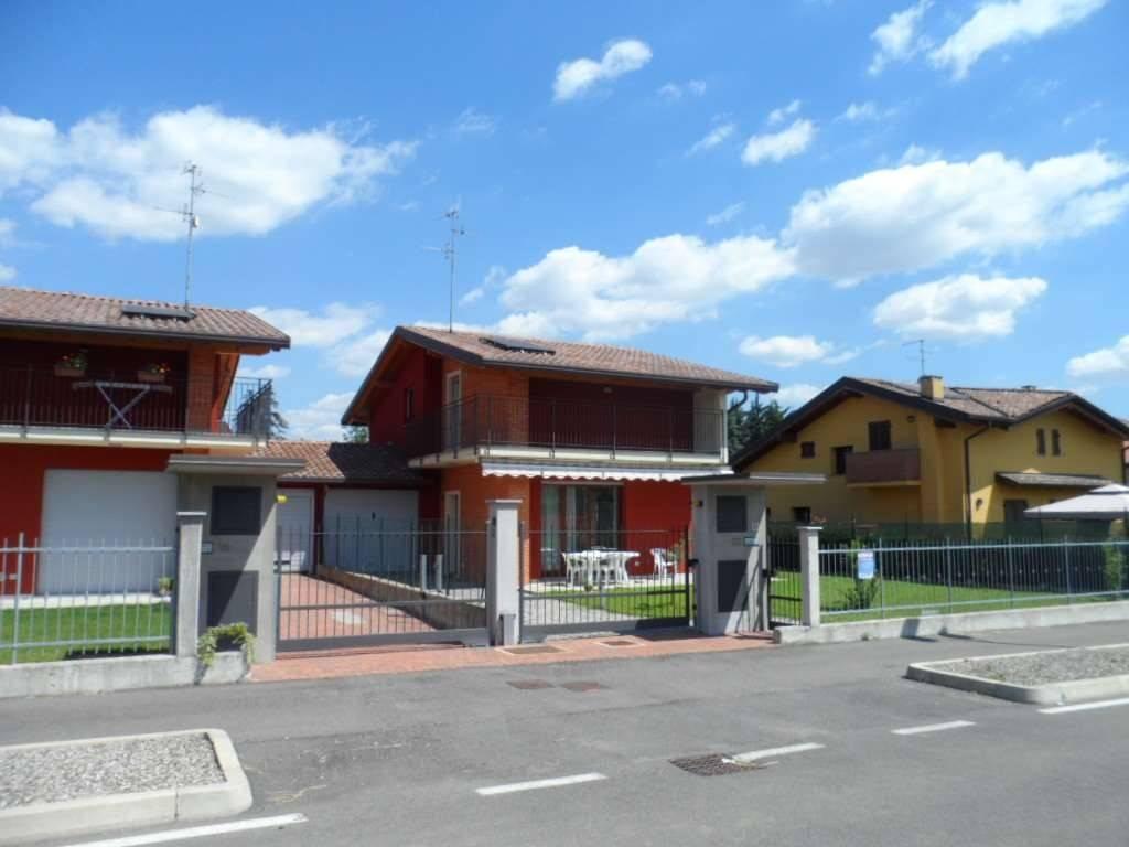 foto  Villa unifamiliare via stelvio, Limido Comasco