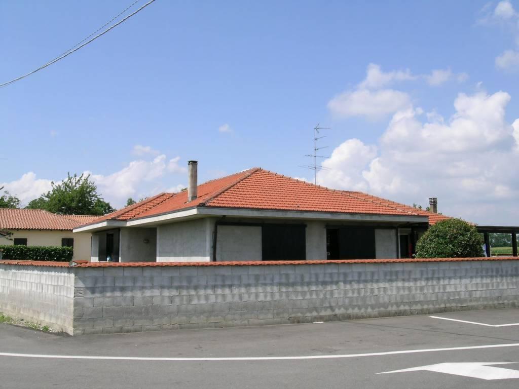 foto FACCIATA Villa unifamiliare via Crocetta, Barengo