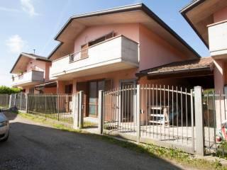 Foto - Quadrilocale via Trieste 15, Cassinetta Rizzone, Biandronno