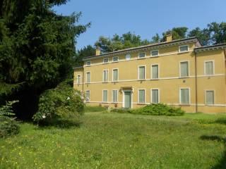 Foto - Palazzo / Stabile tre piani, da ristrutturare, Nogara