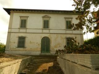 Foto - Palazzo / Stabile tre piani, da ristrutturare, Borgo A Buggiano, Buggiano