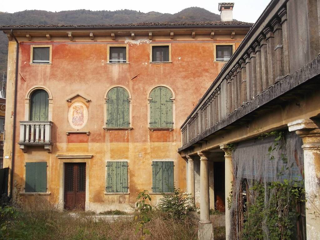 foto  Building tre piani, to be refurbished, Follina